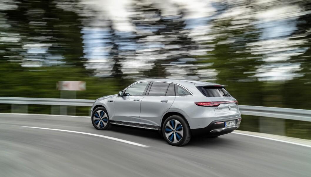 LANG: EQC er lenger enn GLC, og byr på bedre innvendig plass. Foto: Mercedes-Benz