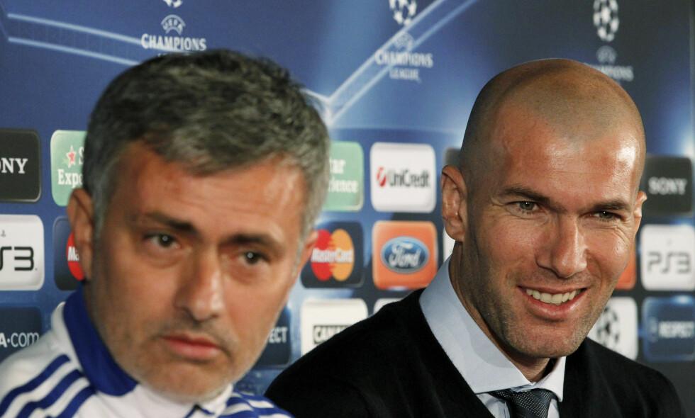 KJENNER HVERANDRE GODT: José Mourinho og Zinedine Zidane på en pressekonferanse med Real Madrid tilbake i 2011, da han var Mourinhos rådgiver. Foto: REUTERS/Robert Pratta/NTB Scanpix