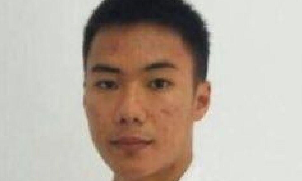 image: Midt i katastrofen fikk 21-åringen flyet i lufta. Så kollapset tårnet under ham