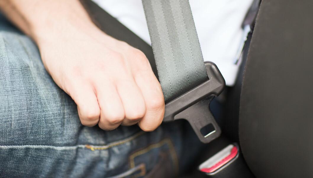 <strong>ØNSKER SPERRE FOR BILBELTE:</strong> Det bør bli umulig å kjøre bil uten bilbelte, mener Transportøkonomisk institutt. Foto: NTB scanpix