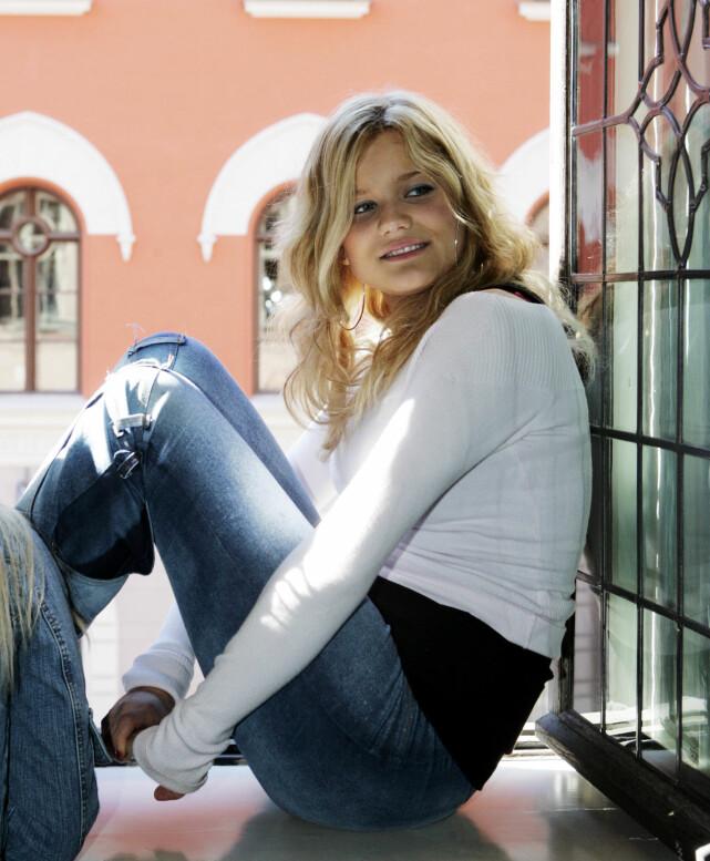 TIDLIG KJENT: Sandra Lyng var med på «Idol» i 2004, der hun havnet på en fjerdeplass. Siden den gang har det stormet rundt nordlendingen, som røper at hun ble psykisk syk med tida. Her fotografert i 2004. Foto: NTB scanpix