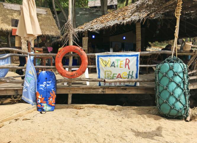 Maten er autentisk thai på Water Beach Restaurant.
