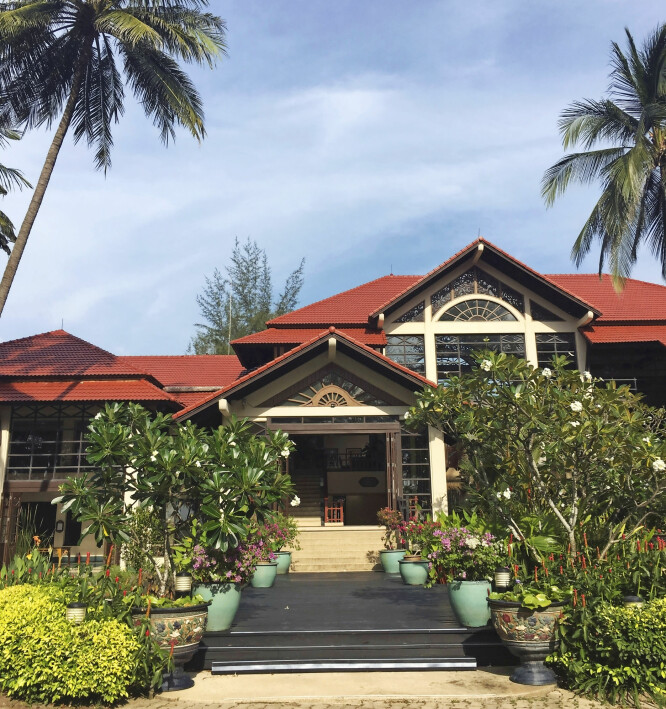 Dusit Thani Laguna ligger på bang Tao-stranden.