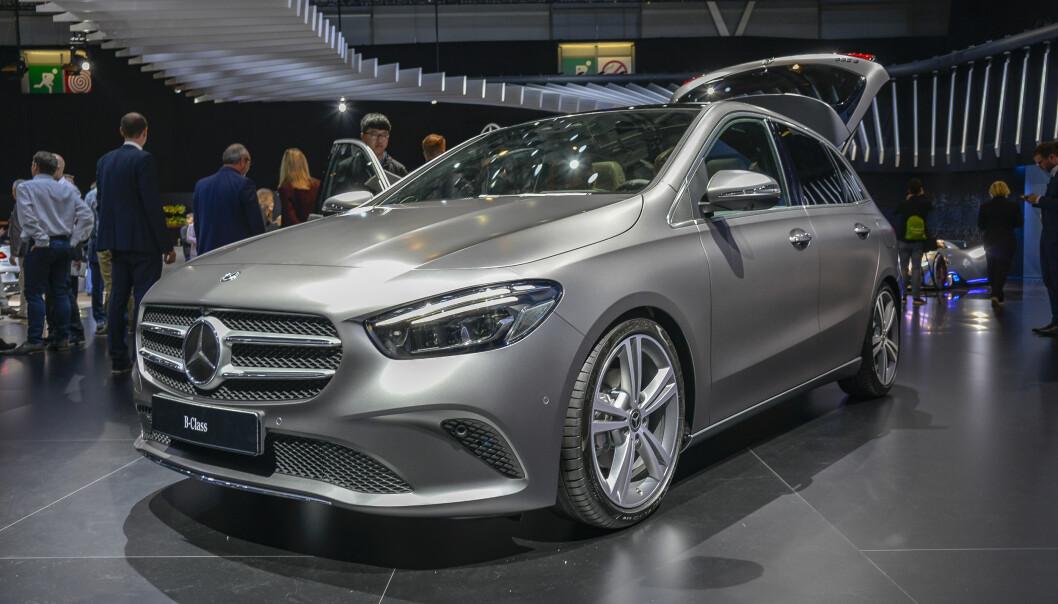 <strong>FLUNKENDE NY B:</strong> 3. generasjon Mercedes-Benz B-klasse, merkets flerbruksbil og konkurrent til BMWs 2-serie, minner om forgjengeren, men er slankere og mer aerodynamisk. Foto: Jamieson Pothecary
