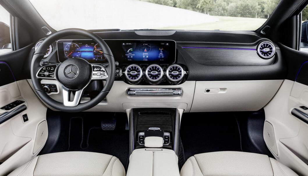 <strong>KRAFTIG LØFT:</strong> For den som betaler, utstyres nye B-klassen med et slikt høyteknologisk interiør på samme måte som nye A-klassen og de nyere, større modellene fra merket. Foto: Daimler AG