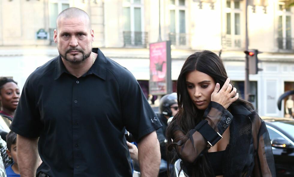 FIKK SPARKEN: Kim Kardashians livvakt gjennom mange år, Pascal Duvier, ble sparket etter det brutale ranet realitystjerna ble utsatt for i 2016. Nå blir han også saksøkt for nærmere 50 millioner kroner. Foto: NTB scanpix