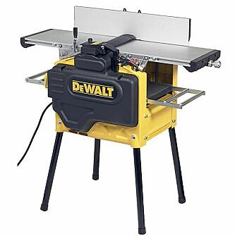 Dette er en kombimaskin fra Dewalt. Både avretter og tykkelseshøvel. Den koster rundt 20.000 kroner. Går du ned i størrelse og kapasitet, koster de billigste maskinene rundt 3000 kroner. Foto: Produsenten