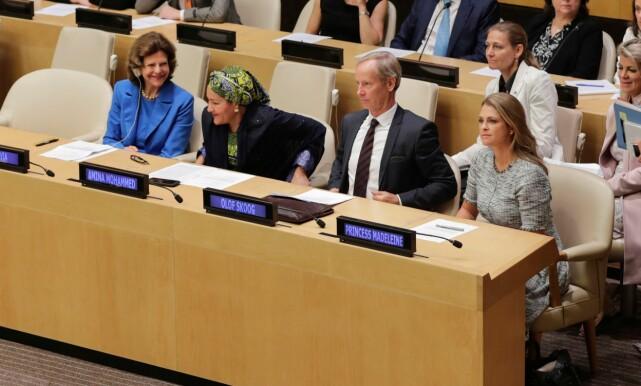 STORT: Dronning Silvia (t.v) og prinsesse Madeleine (t.h) satt på hver sin side da debatten om barns sikkerhet ble avholdt den tredje oktober i FNs hovedkvarter i New York. Foto: NTB scanpix