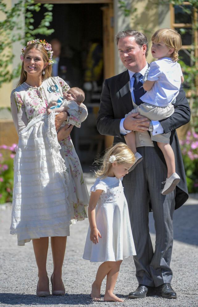 FIN FAMILIE: Prinsessefamilien, her fotografert i forbindelse med dåpen til prinsesse Adrienne i juni, bor alle sammen nå i solfylte Florida. Foto: NTB scanpix