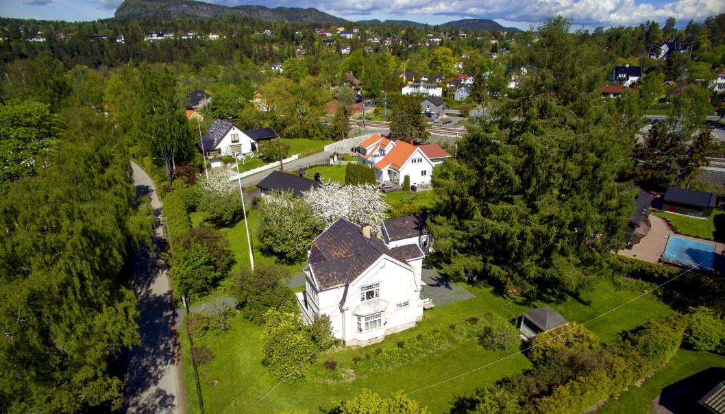 <strong>HUSBRÅK:</strong> Tone Damli og Markus Foss har møtt mange utfordringer etter huskjøpet av «Villa Solum» i Bærum. Slik så tomten ut før boligen ble jevnet med jorden. Foto: Tor LindsethFoto: Tor Lindseth