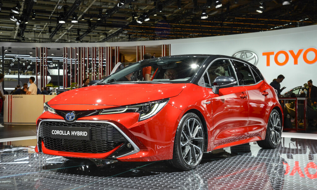 SINNATAGG: Toyota har skjerpet designen og vi synes nye Corolla ser ganske så tøff ut. Det lavere tyngdepunktet har i tillegg gitt rom for å gi bilen en lavereliggende og mer sportslig linjeføring (Her femdørs-kombien). Foto: Jamieson Pothecary