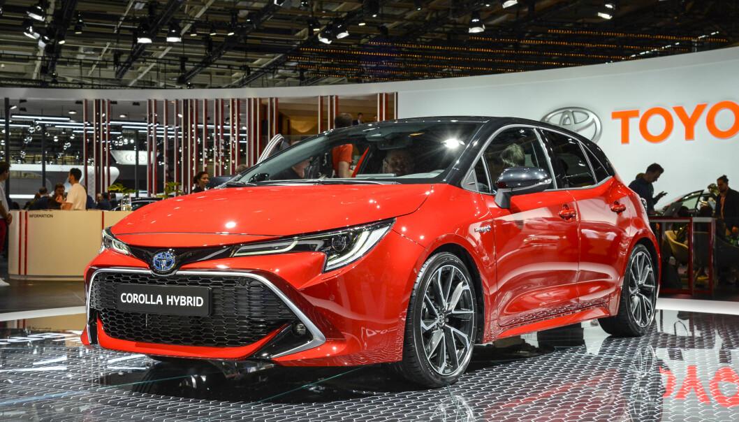 <strong>SINNATAGG:</strong> Toyota har skjerpet designen og vi synes nye Corolla ser ganske så tøff ut. Det lavere tyngdepunktet har i tillegg gitt rom for å gi bilen en lavereliggende og mer sportslig linjeføring (Her femdørs-kombien). Foto: Jamieson Pothecary