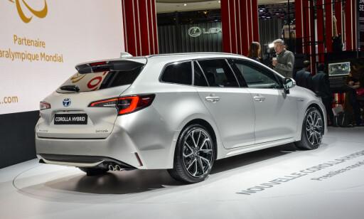 STØRRE: Avensis stasjonsvogn forsvinner, så det blir Corolla stasjonsvogn som blir det mellomstore alternativet når det gjelder den biltypen. Men den er større enn Auris Touring Sports, og har nesten