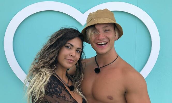 <strong>TREDJEPLASS:</strong> Bruna Camargo (23) og Nicklas Andre Nikolaisen (22) kom på tredjeplass i «Love Island», men reiser tilbake til Norge som kjærester. Foto: TV3