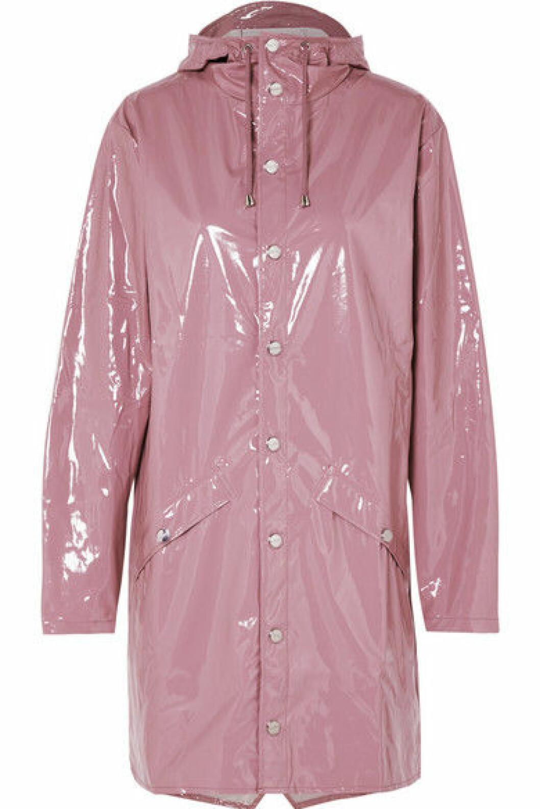 Regnjakke fra Rains  1500,-  https://www.net-a-porter.com/no/en/product/1089856/rains/hooded-glossed-pu-raincoat