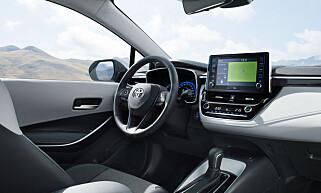 MER HØYVERDIG: Ifølge våre utsendte i Paris er kvalitetsfølelsen ombord påtakelig forbedret i nye Corolla, samtidig som at multimedialøsningen også ser ut til å være mer tilfredsstillende enn før. Foto: Toyota