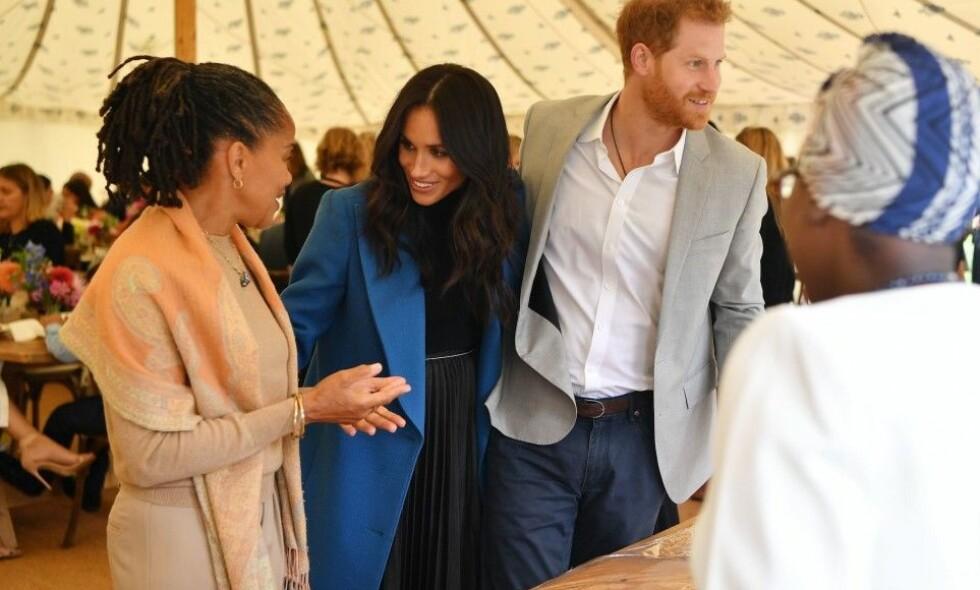 AVSLØRES HEMMELIGHETEN HER?: Dette bildet får fart på ryktene om at en familieforøkelse er like rundt hjørnet for hertuginne Meghan og prins Harry. Det er ikke det eneste «beviset» fansen har funnet. Foto: NTB scanpix