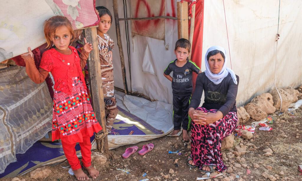 HÅPLØS FRAMTID: Titusener av jesidier befinner seg fremdeles i flyktningleirer. Dette bildet ble tatt i 2016, da mange fortsatt var isolert rundt jesidienes hellige fjell, Sinjar. Foto: David Bathgate / redux / NTB scanpix