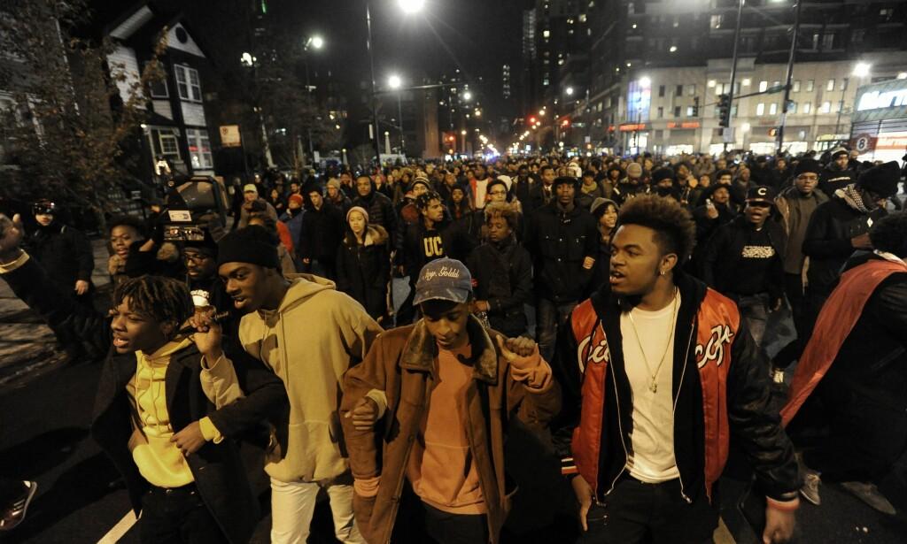 DEMONSTRASJONER: Da videoen av drapet på Laquan McDonald ble frigitt i 2015 førte det til store protester i Chicago. Foto: AP Photo / Paul Beaty / NTB scanpix