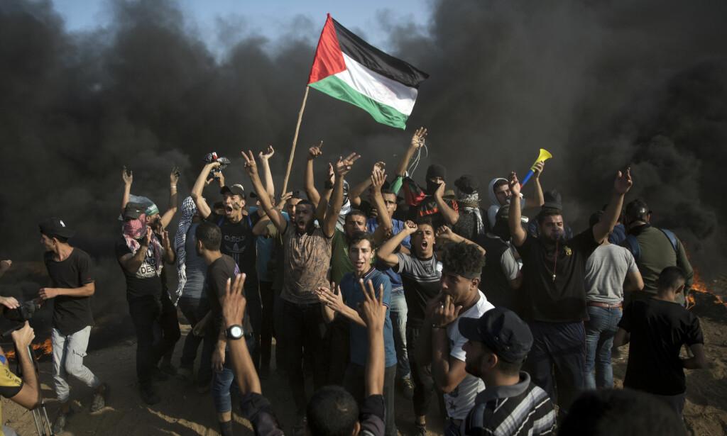 BLODIG: Kampene på Gazastripa har kostet nok et liv. Denne gangen ble en 12 år gammel gutt drept. Foto: AP Photo/Khalil Hamra / NTB Scanpix