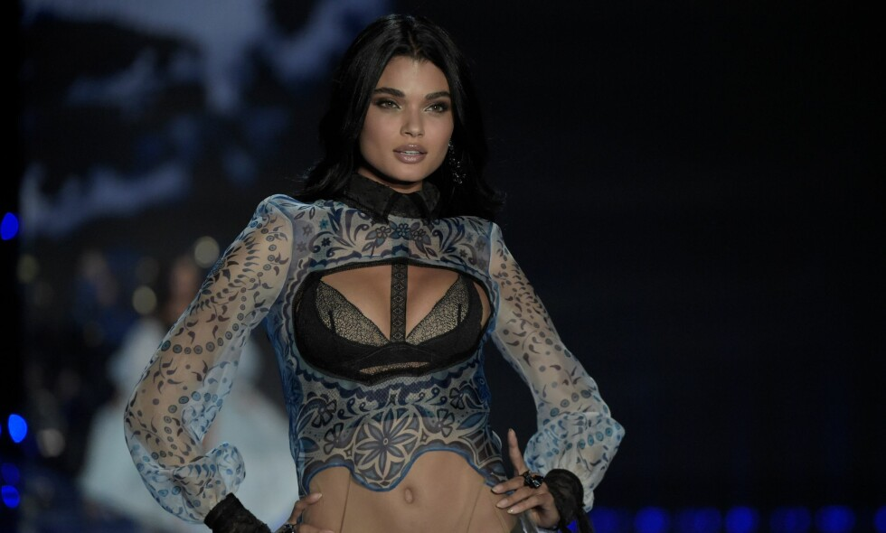 SUKSESS: Supermodell Daniela Braga startet som kassemedarbeider før hun ble oppdaget, og har med åra jobbet seg opp til å bli en suksessrik og godt betalt supermodell. Foto: NTB Scanpix