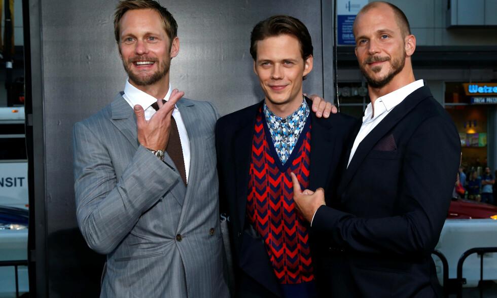 BLE PAPPA: Skuespiller Bill Skarsgård (i midten) skal ha blitt far for første gang. Her med brødrene Alexander og Gustaf (t.h.) på rød løper i Los Angeles i fjor høst. Foto: Reuters/ NTB scanpix