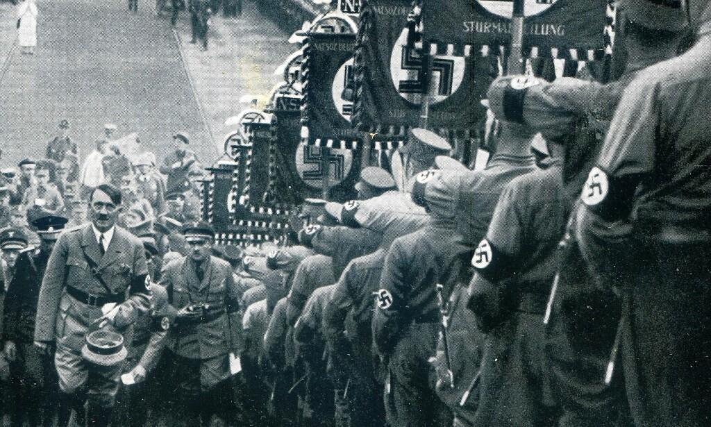 """ONKELEN: Adolf Hitler satte ikke større pris på verken sin sju år eldre halvbror - Alois - eller dennes britiske sønn - """"der Führers"""" nevø. Foto: Tysk propaganda"""