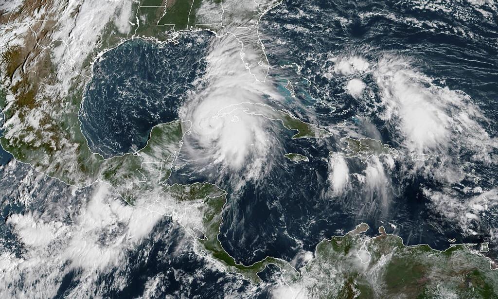 BLIR KRAFTIGERE: Orkanen «Michael» ventes å treffe kysten av Florida onsdag. Før den tid vil den bare bli kraftigere. Her et satellittbilde fra mandag. Foto: AFP Photo / NTB Scanpix