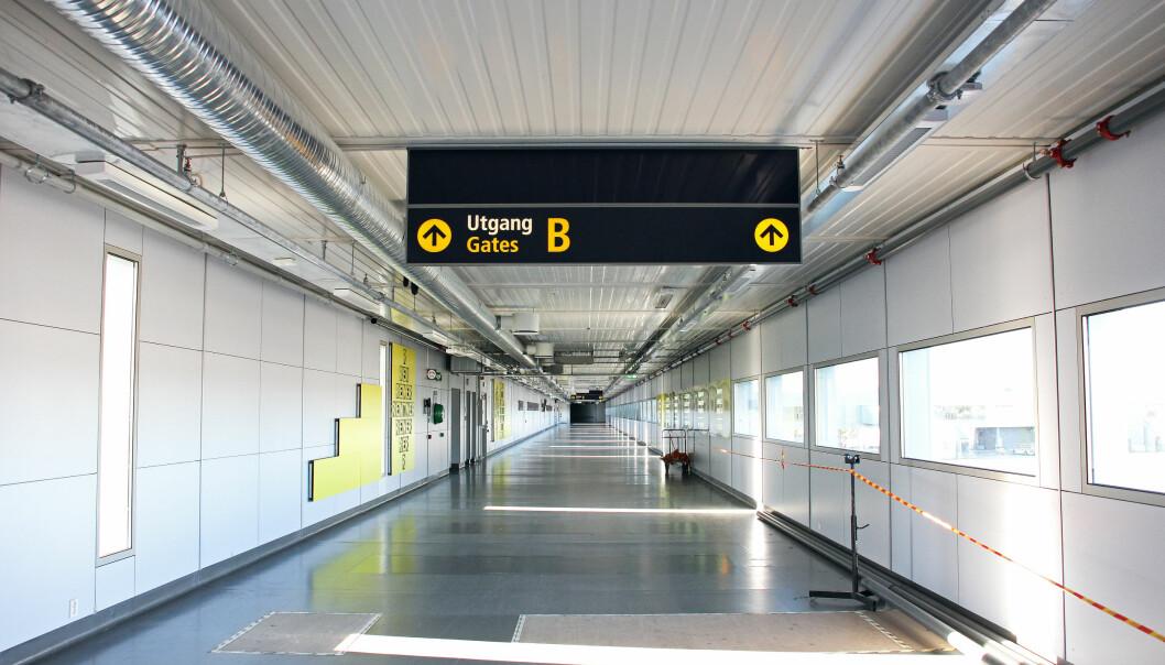 <strong>NÅ SKAL DU SLIPPE Å GÅ:</strong> Avinor bygger rullefortau til gamle, utskjelte «gate 19» - nå kjent som B-gatene på Oslo Lufthavn. Arbeidene er i gang - og skal stå ferdig i desember. I mellomtiden blir det «buss for gangbro». Foto: Avinor
