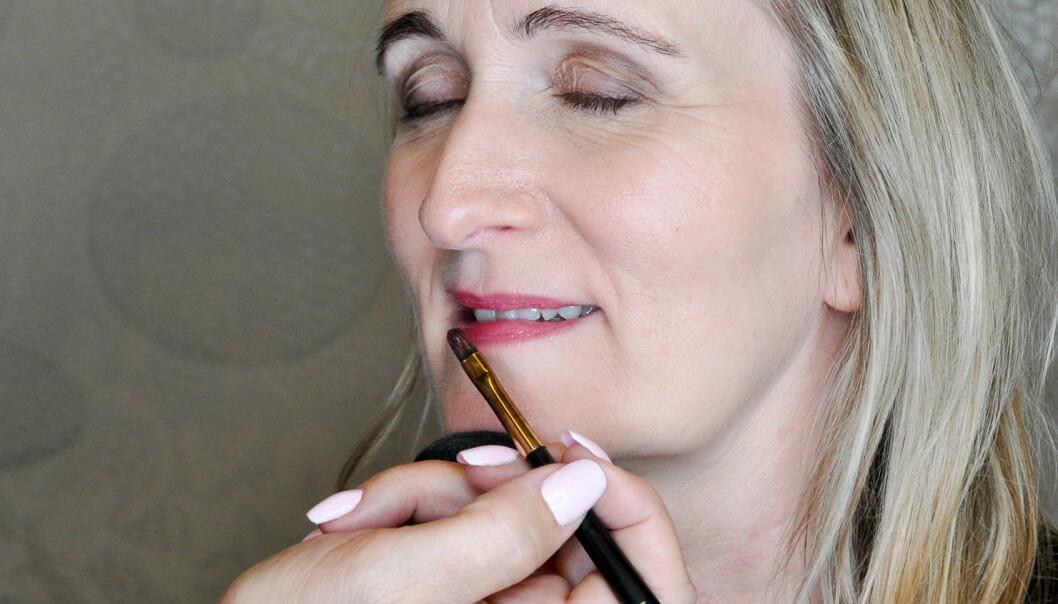 <strong>MYKERE:</strong> Lipgloss gir et mykere og mer naturlig uttrykk enn leppestift. Unngå munnvikene. Foto: Jartrud Høstmælingen