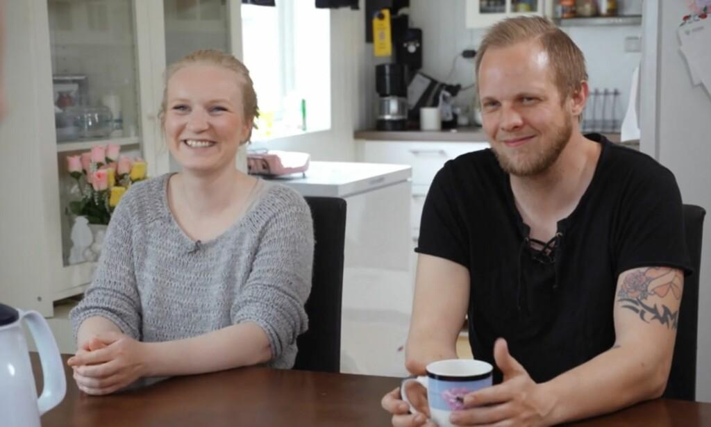 LIVET SMILER: Det var ikke mange smil å se fra ekteparet Adolfsen i første halvdel av onsdagens «Luksusfellen», der harde konfrontasjoner om pengebruk og renter sto i fokus. Nå kan de avsløre at det går mye bedre, og at de jobber for å holde stø kurs. Foto: TV3