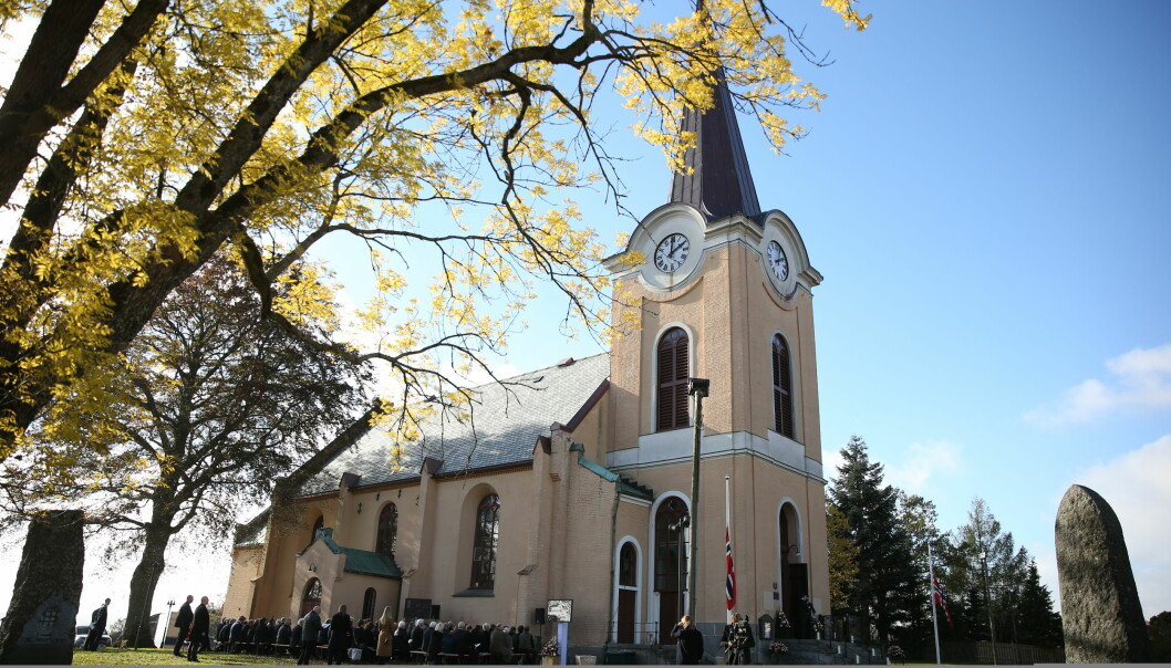 BISATT I DAG: Larvik kirke ble fylt til randen da Mille-Marie Treschow ble stedt til hvile i dag, onsdag 10. oktober. Foto: Andreas Fadum/ Se og Hør