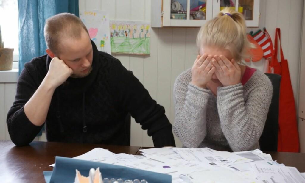 TØFT: Flere ganger i episoden tar Trine til tårene. Å få høre om alle deres utestående krav ble blant annet en utløsende faktor. Foto: TV3