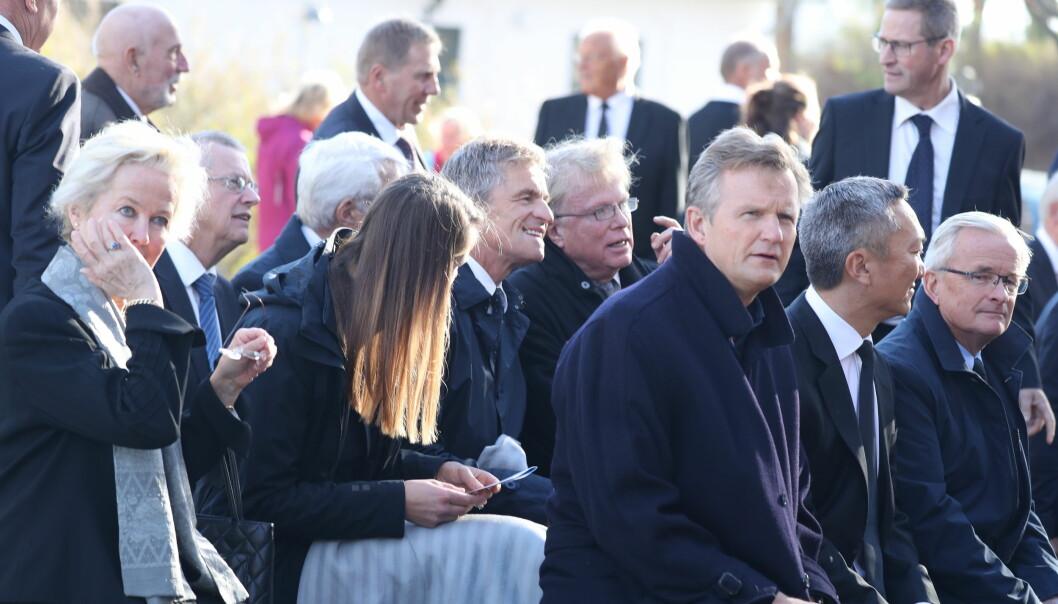 PÅ PLASS: Blant de oppmøtte er investor Jan Haudemann-Andersen (i midten av bildet). Foto: Andreas Fadum/ Se og Hør