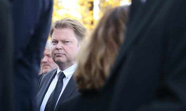 PÅ PLASS: Forfatter Jørn Lier Horst var til stede under bisettelsen onsdag. Foto: Andreas Fadum/ Se og Hør