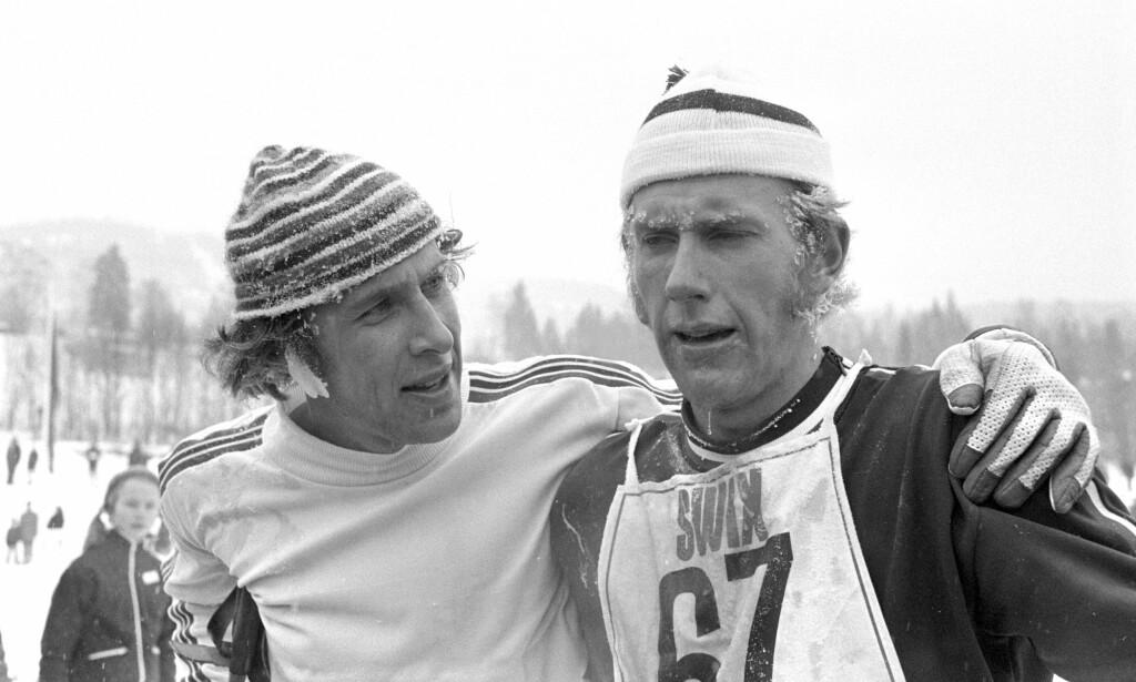 """TETTE VENNER: Oddvar Brå med Ivar Formo under NM i 1973. Vennskapet varte livet ut, og er vakkert skildret i den nye boka """"Oddvar Brå - et skiløperliv"""". FOTO: Jan Dahl NTB / Scanpix."""