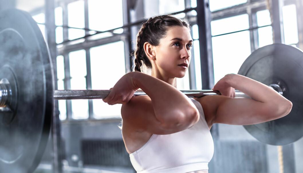 FLERLEDDSØVELSER: Når du gjør fullkroppsøvelser er mye gjort om du jobber litt med å få med hele kroppen. FOTO: NTB Scanpix