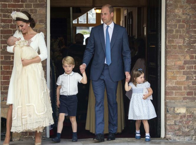 <strong>FAMILIE PÅ FEM:</strong> Hertuginne Kate sammen med prins Louis, prins George, prins William og prinsesse Charlotte. Foto:NTB scanpix