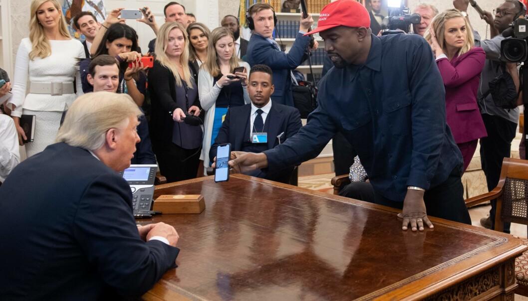 KJENDISMØTE: Rapperen Kanye West var invitert på lunsj i Det hvite hus torsdag formiddag. Det har ikke gått ubemerket hen. Foto: Reuters / NTB Scanpix