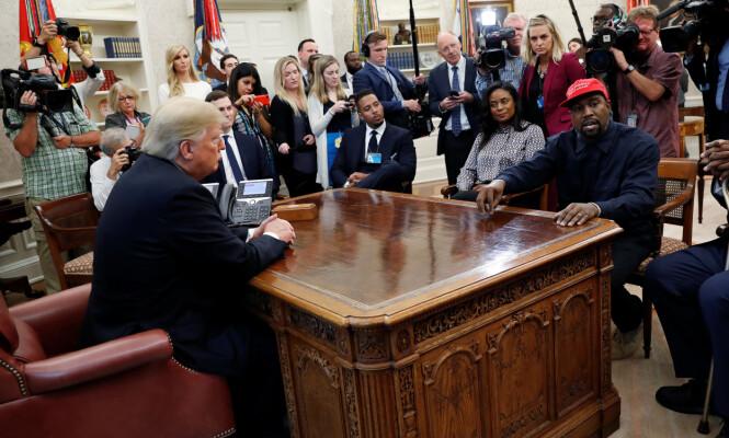 MYE PÅ HJERTET: Donald Trump lyttet nøye til hva Kanye West hadde på agendaen. Foto: NTB Scanpix