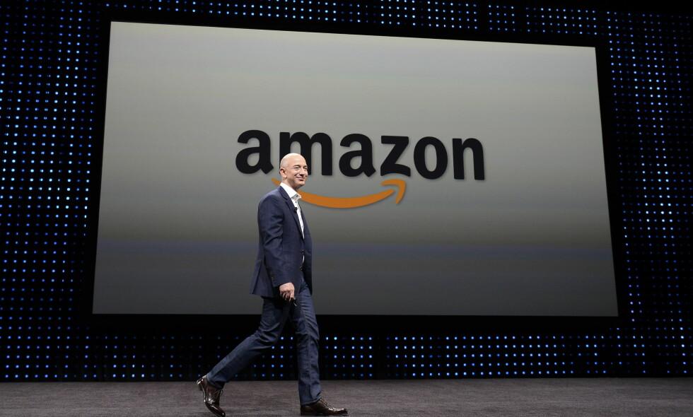 KUNSTIG INTELLIGENS: Amazon, her ved toppsjef Jeff Bezos, utviklet et AI-verktøy for å hjelpe selskapet med å ansette de beste søkerne. Det gikk ikke helt etter planen. Foto: EPA / NTB Scanpix