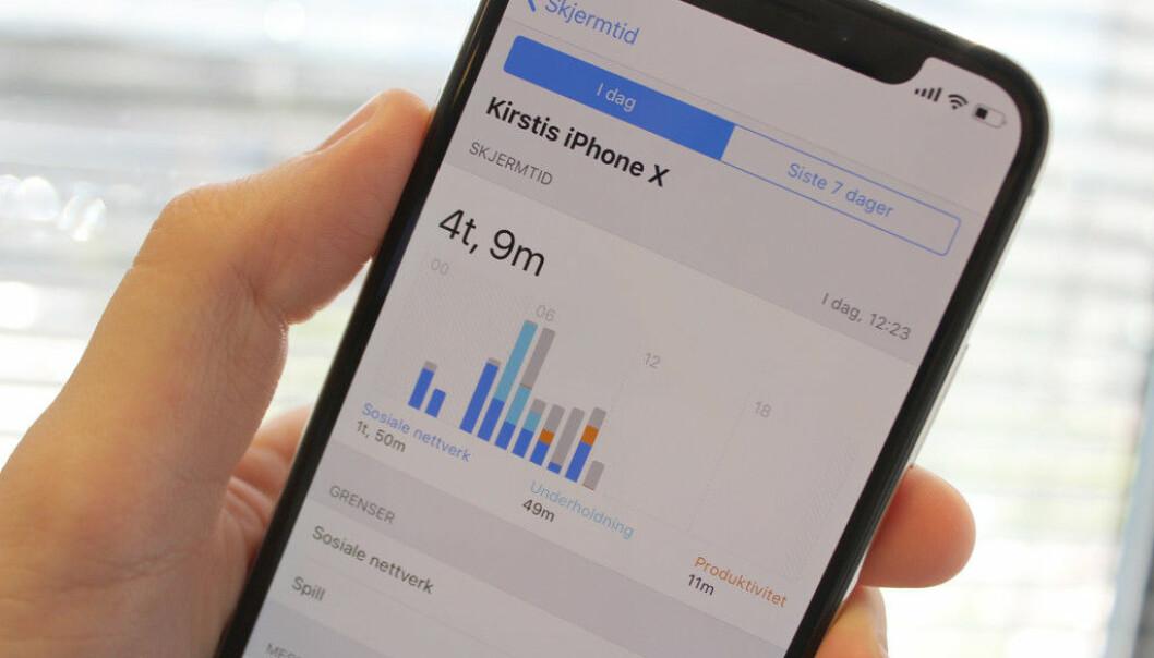 <strong>SKJERMTID:</strong> En av de store nyhetene i iOS 12 er en funksjon som viser deg nøyaktig hvor mye tid du bruker på iPhonen din. Foto: Kirsti Østvang