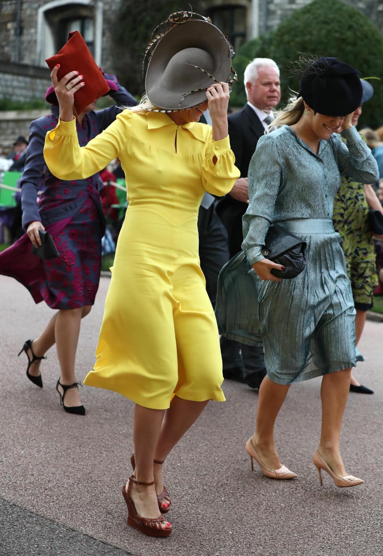 KONGELIG BRYLLUP: Vinden hadde bestemt seg for å gjøre skikkelig opprør i forkant av bryllupsseremonien. FOTO: NTB Scanpix