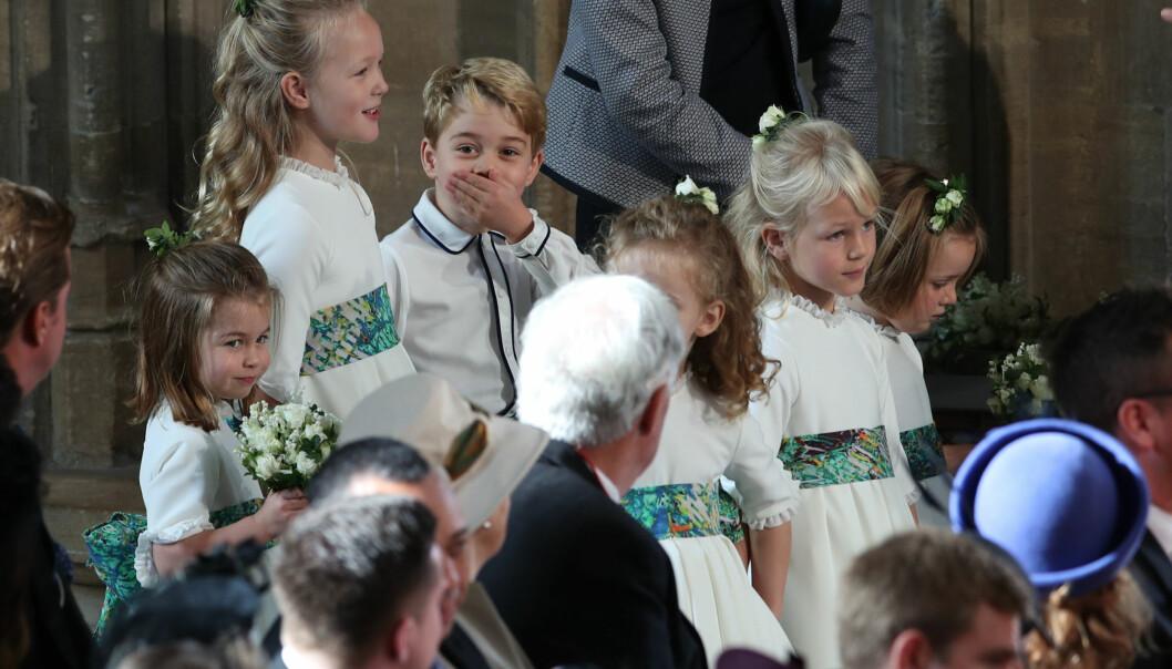 SJARMØR: Prins George og lillesøster prinsesse Charlotte (nederst til venstre) var brudesvenn og brudepike. FOTO: NTB Scanpix