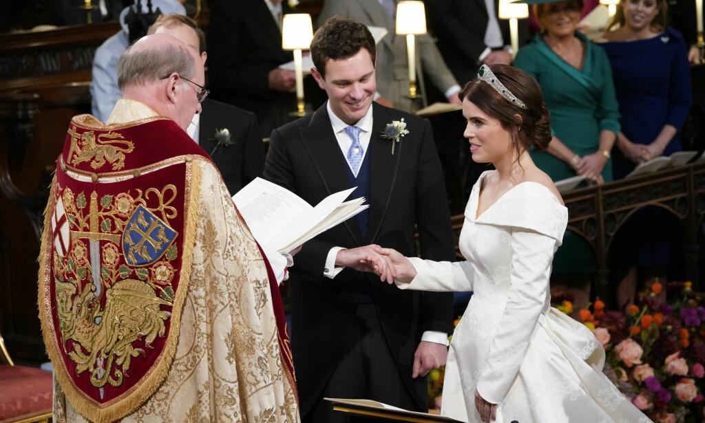 d2ff3442 SPESIELL BRUDEKJOLE: Prinsesse Eugenie ønsker ikke å skjule  operasjonsarrene hun har på ryggen, og