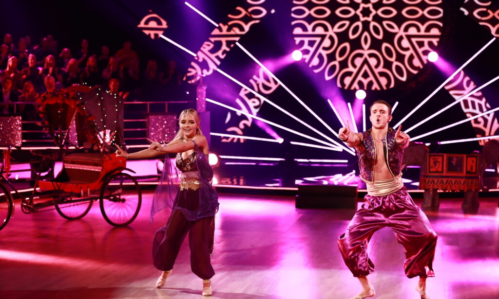 IMPONERTE: Både publikum og dommerne var svært imponert over Sophie Elise og Benjamin lørdag kveld. Foto: TV 2