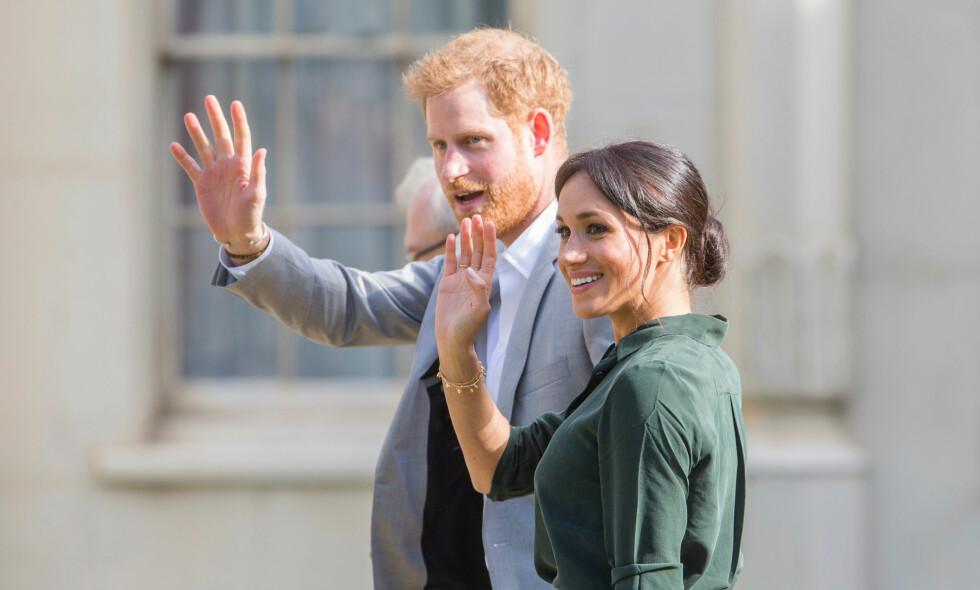 PÅ RUNDTUR: Tirsdag starter en 14 dagers rundtur for prins Harry og hertuginne Meghan. Den er ikke helt uten risiko. Foto: NTB Scanpix