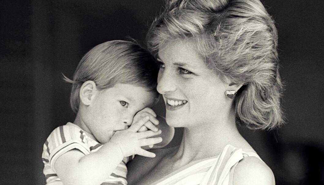 MISTET SIN MOR: Prins Harry var bare 12 år da prinsesse Diana ble drept i en bilulykke i Paris. Året var 1997. Dersom prinsen og hertuginnen får en datter er det grunn til å tro at hun kommer til å bli oppkalt etter Diana, som hadde Frances som mellomnavn. FOTO: NTB Scanpix