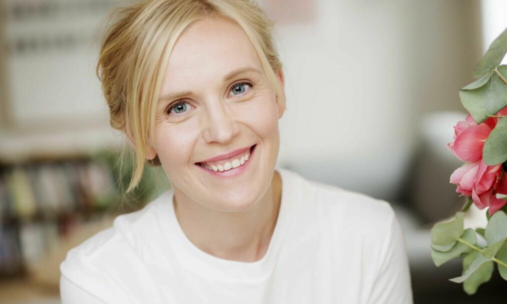 SUKSESSFORFATTER: Kjersti Annesdatter Skomsvold har blitt mor til to, og er bokaktuell med romanen «Barnet»: – Jeg skriver om det som skurrer. Om jeg har sovet godt setter jeg meg ikke ned og skriver om det. FOTO: Agnete Brun/Forlaget Oktober