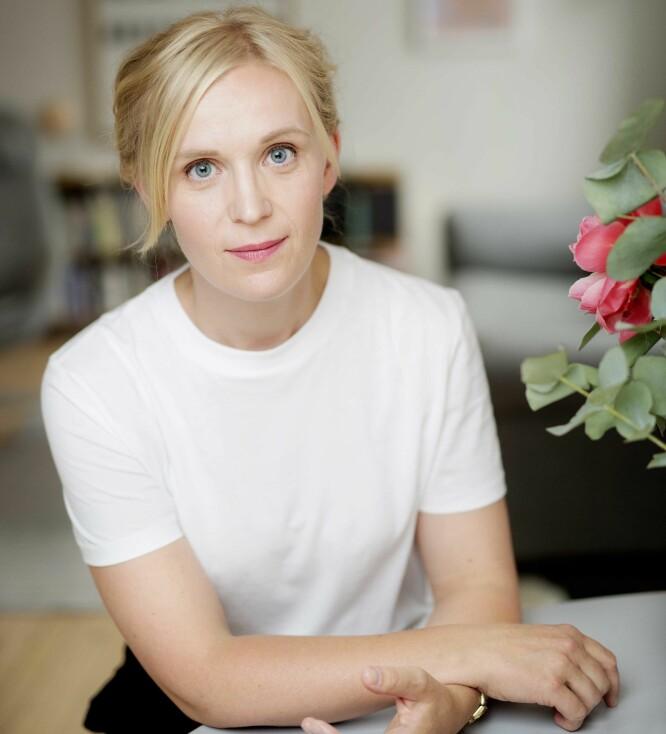 TRAVEL TID: Kjersti Annesdatter Skomsvold skrev romanen «Barnet» mens hun var hjemme med små barn:  – I ettertid opplever jeg det jeg har skrevet fra den tiden som litt fremmed, selv om jeg underveis har opplevd det som nært. Da er det nesten som om det ikke er jeg som har skrevet det. FOTO: Agnete Brun/Forlaget Oktober